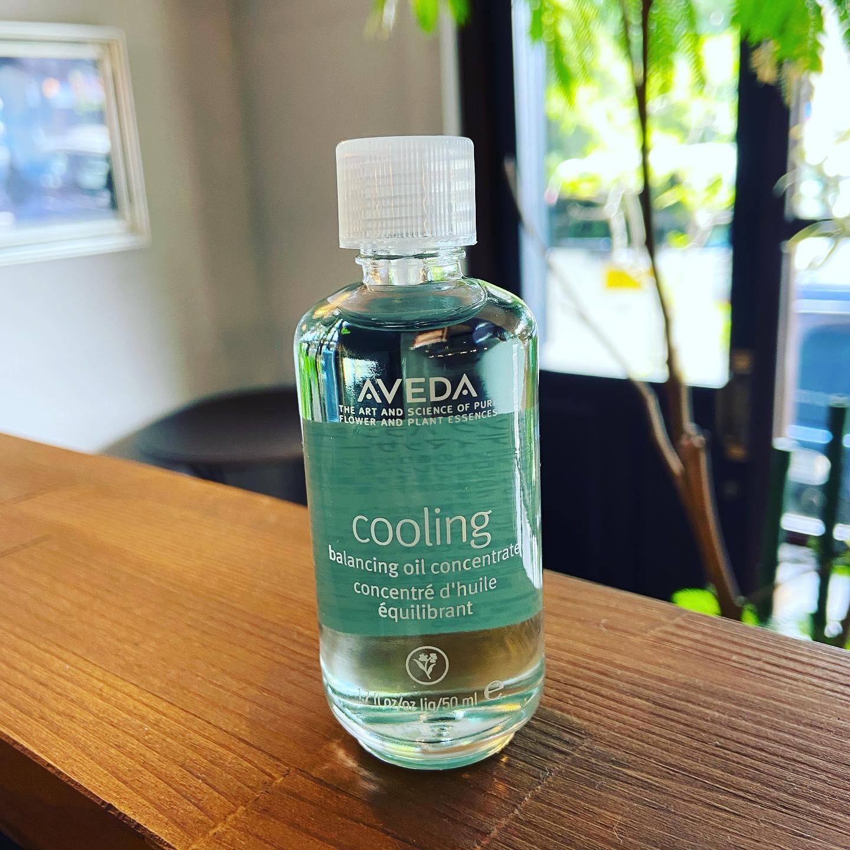 AVEDA クーリングバランシングオイル50mlAVEDAから夏向けのオイルが登場!このオイルを使ってマッサージを行うと、メントールという成分がリフレッシュ感を与え、仕事や日々の生活での疲れや緊張を緩和させます!香りはミント系でスッと気分をリフレッシュさせ、集中力の向上や消化を助ける効果だけでなく、ストレスにも効果的!さらにオイル特有のベタベタ感がなく、とても使いやすいです!ぜひお試しください🐈アシスタント 関口#宇都宮#美容室#宇都宮美容室#trinity#トリニティ#aveda#avedaサロン#avedaカラー#カラー#カット#エイジング#エイジングケア#ヘッドスパ#トリートメント#オーガニック#オーガニックカラー#アジュバン#クラスs#カスイ#ソーマライト#光ケア#ドクタースカルプ#ヘアビューザー#ヘアビューロン#バイオプログラミング#ダイソン#エアラップ#サイエンスアクア#髪質改善